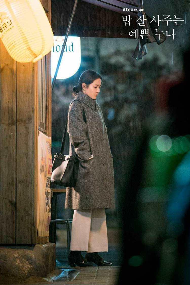 孫藝珍在《經常請吃飯的漂亮姐姐》劇中詮釋經典黑CÉLINE Big Bag Bu...