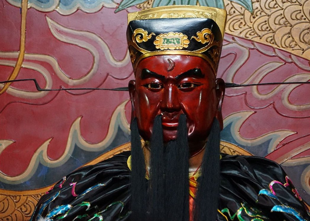 本來應該是黑面的包公,在埔里鎮青天堂竟變成紅臉,有信眾還以為祂是關公。 圖/聯合...