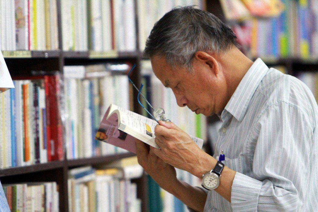 台灣邁入高齡化社會,養生、保健、退休理財書籍出版量、銷售量都明顯增加。 圖/聯合...