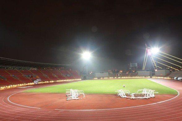 軒豊裝設在新竹竹北體育場的燈柱,有效照射距離超過130米。 軒豊/提供