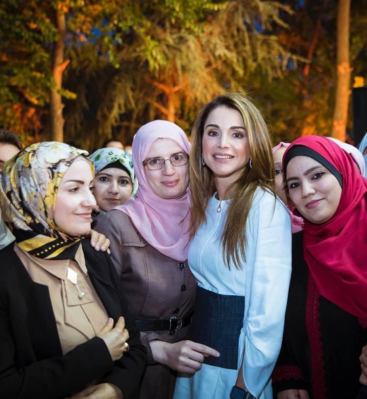 約旦的拉尼婭王妃(右二)是知名的女性權益支持者。圖/擷自instagram