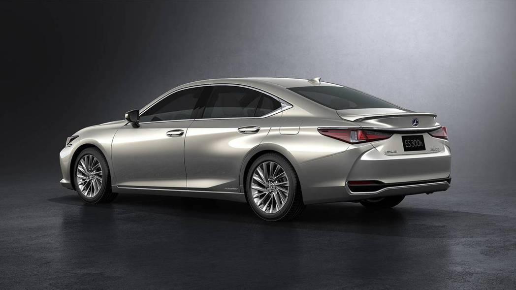 線條造型與老大哥LS車系相仿。 摘自Lexus