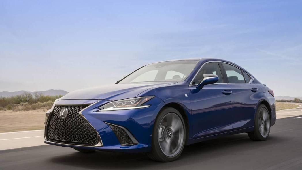 ES首次加入F-SPORT,酷似同品牌GS車系。 摘自Lexus