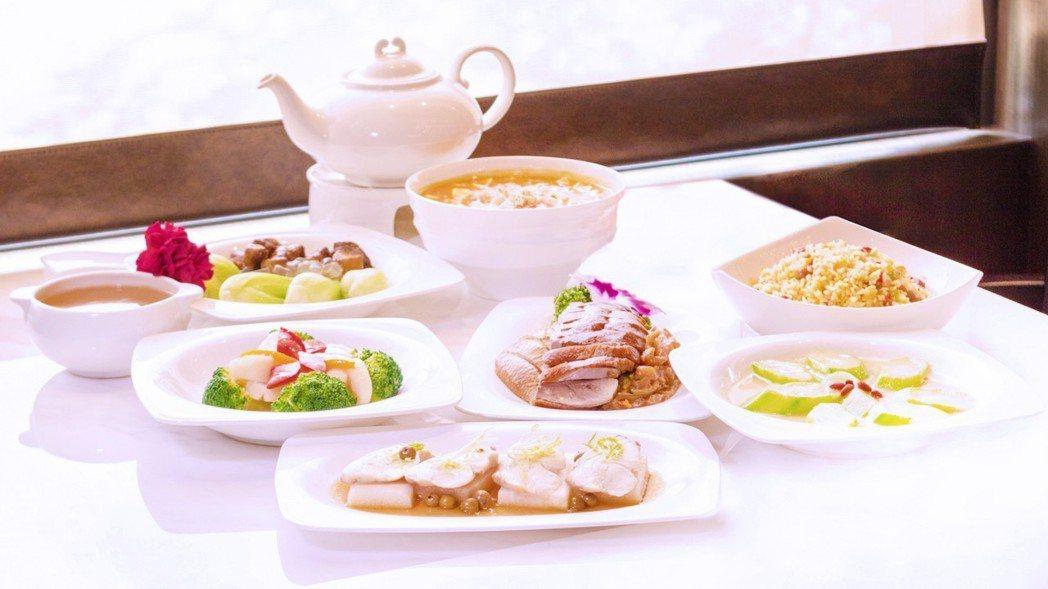 美顏套餐以富含膠質的食材如山藥、銀耳、蘆薈入菜,還有珍貴的花膠燉雞湯。 圖片提供...