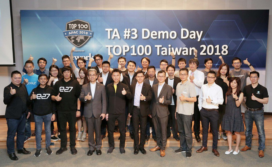 TA#3與TOP100新創團隊及TA合夥人合影。 台灣創速/提供。