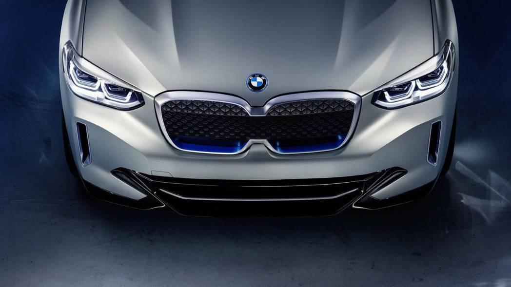被國外網友戲稱是Kia虎鼻、BMW車身的BMW Concept iX3。 摘自BMW