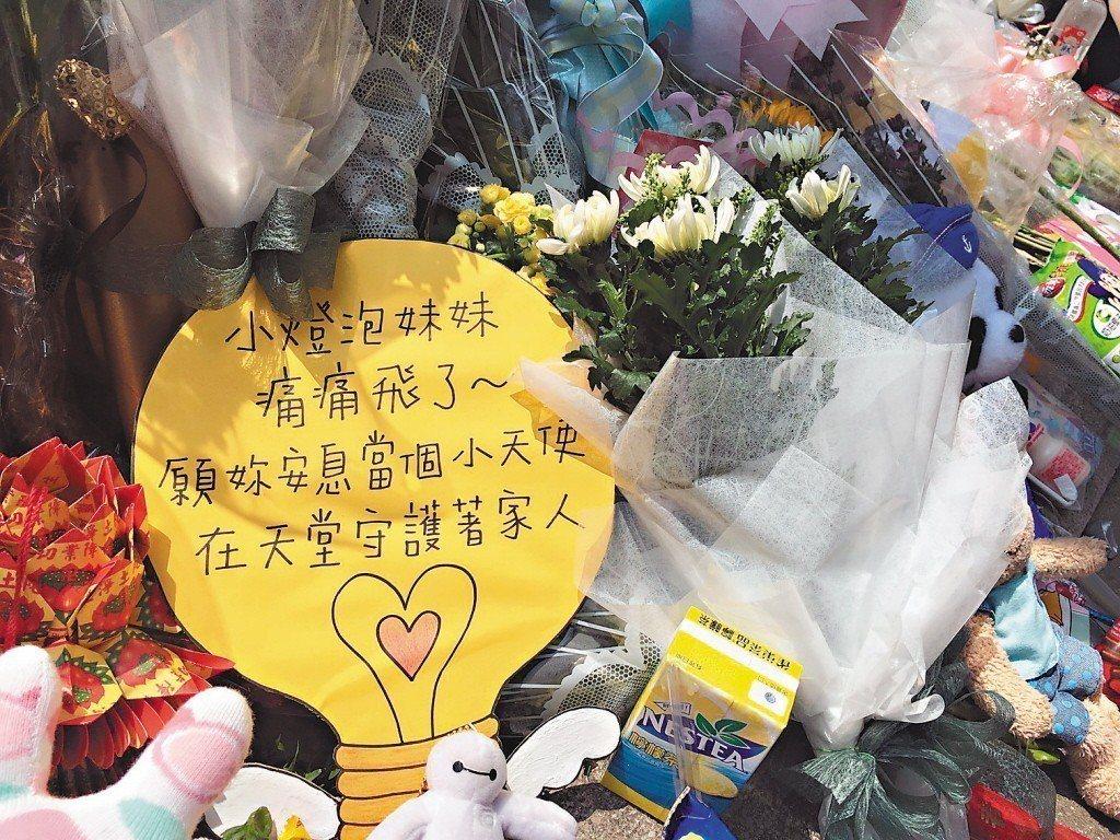 圖為小燈泡案發後,前往弔唁的民眾寫給小燈泡的話。 圖/聯合報系資料照