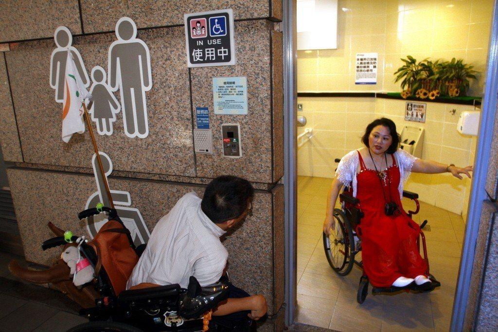障礙者上廁所因不同身體狀況有不同的方式,因此需要的廁所設備也就有所不同。 圖/...