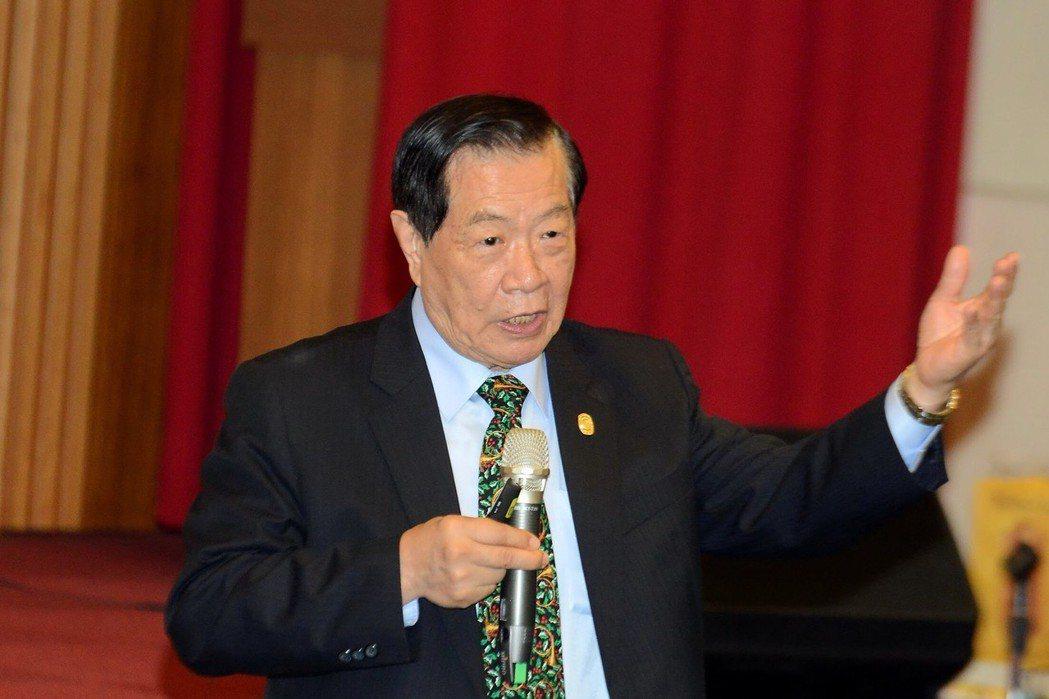 旅美鑑識專家李昌鈺上午受邀到刑事局演講。圖/刑事局提供