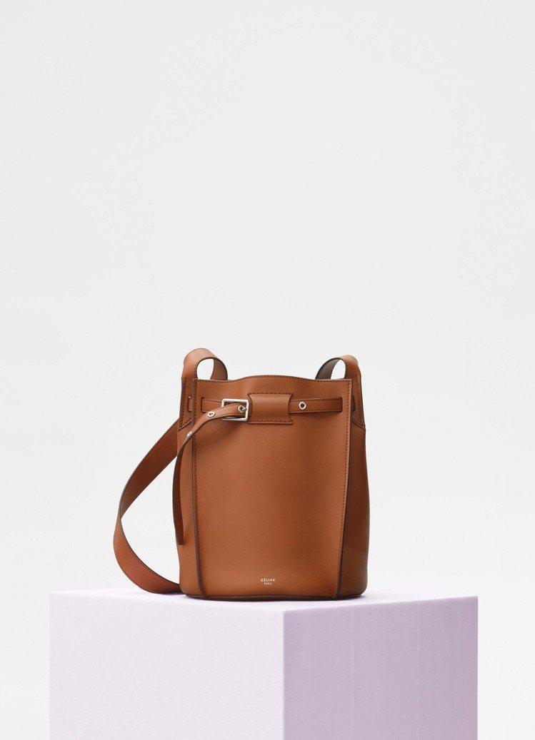 CÉLINE Big Bag Bucket黃褐色小牛皮肩背包,售價70,000元...