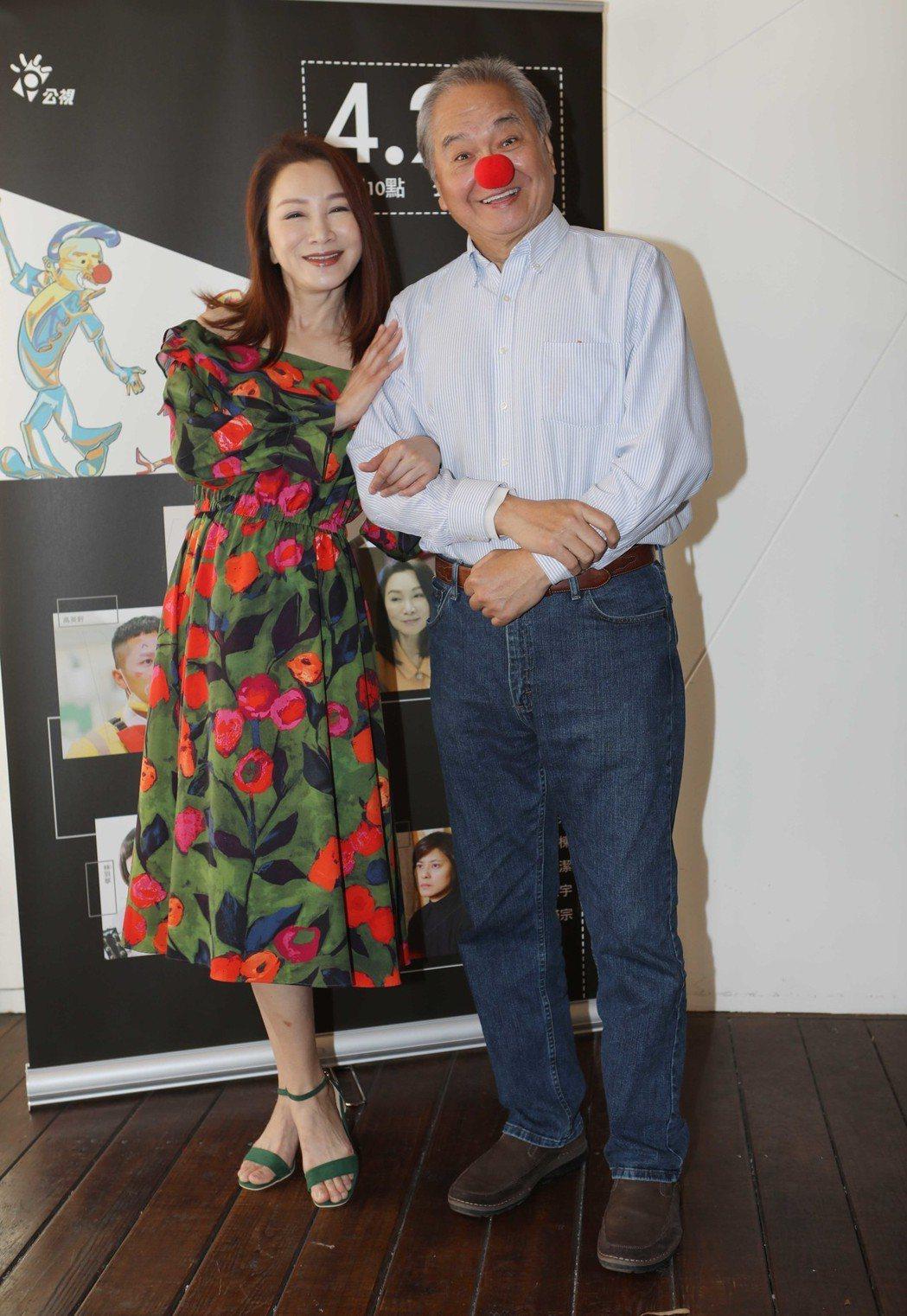 陶傳正(右)、張瓊姿劇中飾演抗癌夫妻檔。圖/公視提供