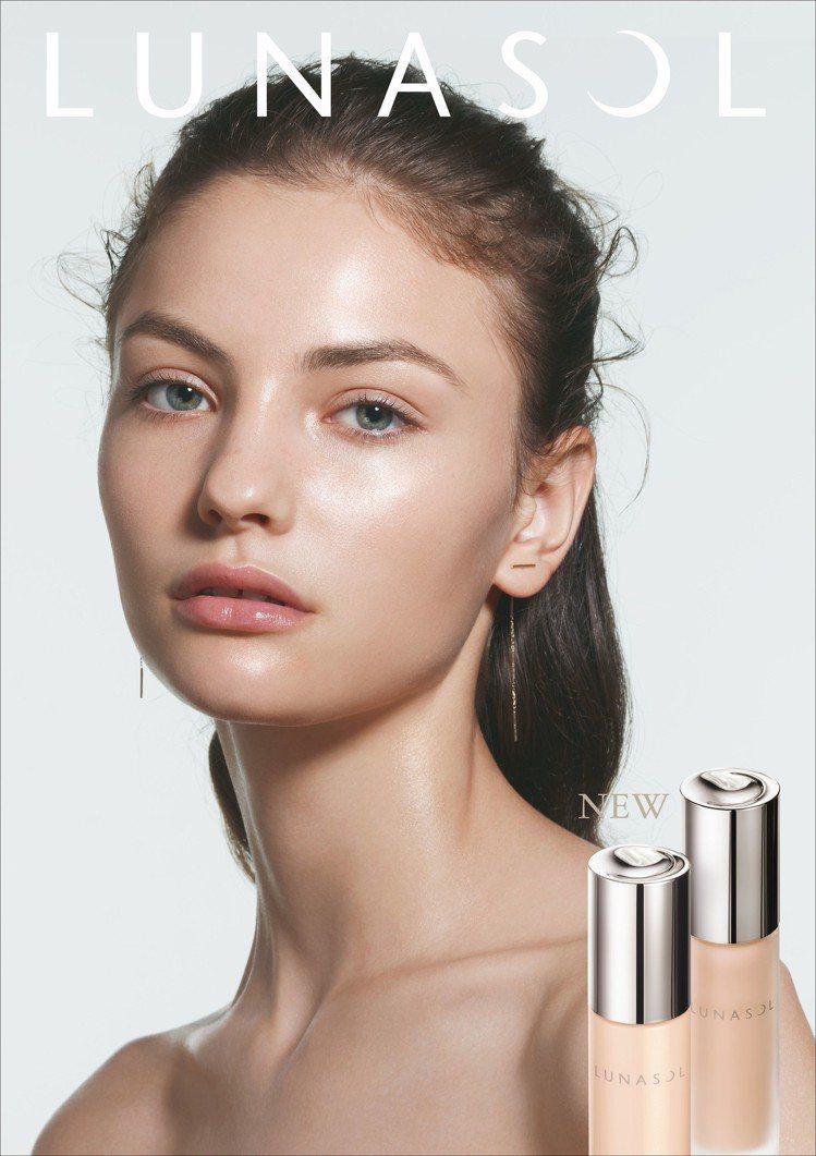 LUNASOL推出全新粉底水潤光系列,主打如精華般的水潤感。圖/佳麗寶提供