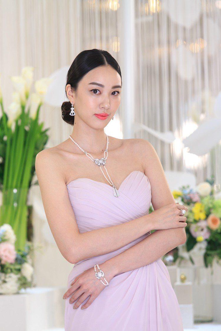 名模張敏紅展示MIKIMOTO YAGURUMA日本Akoya珍珠高級珠寶鑽石項...