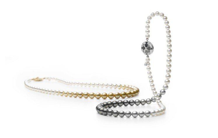 以骨董和服帶留「矢車 YAGURUMA」為靈感,全新創作的珍珠長鍊,透過漸變色彩...