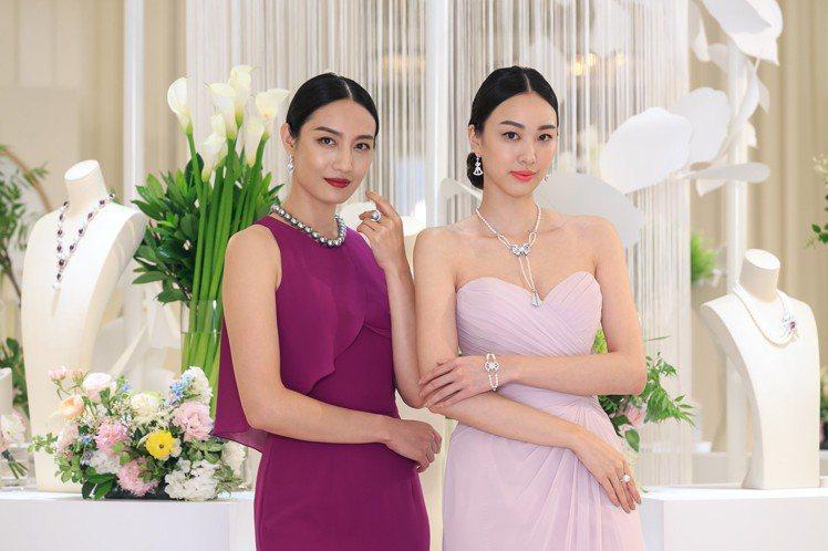 名模張敏紅(右)與邱馨慧展示MIKINOTO頂級珠寶系列。圖/MIKIMOTO提...