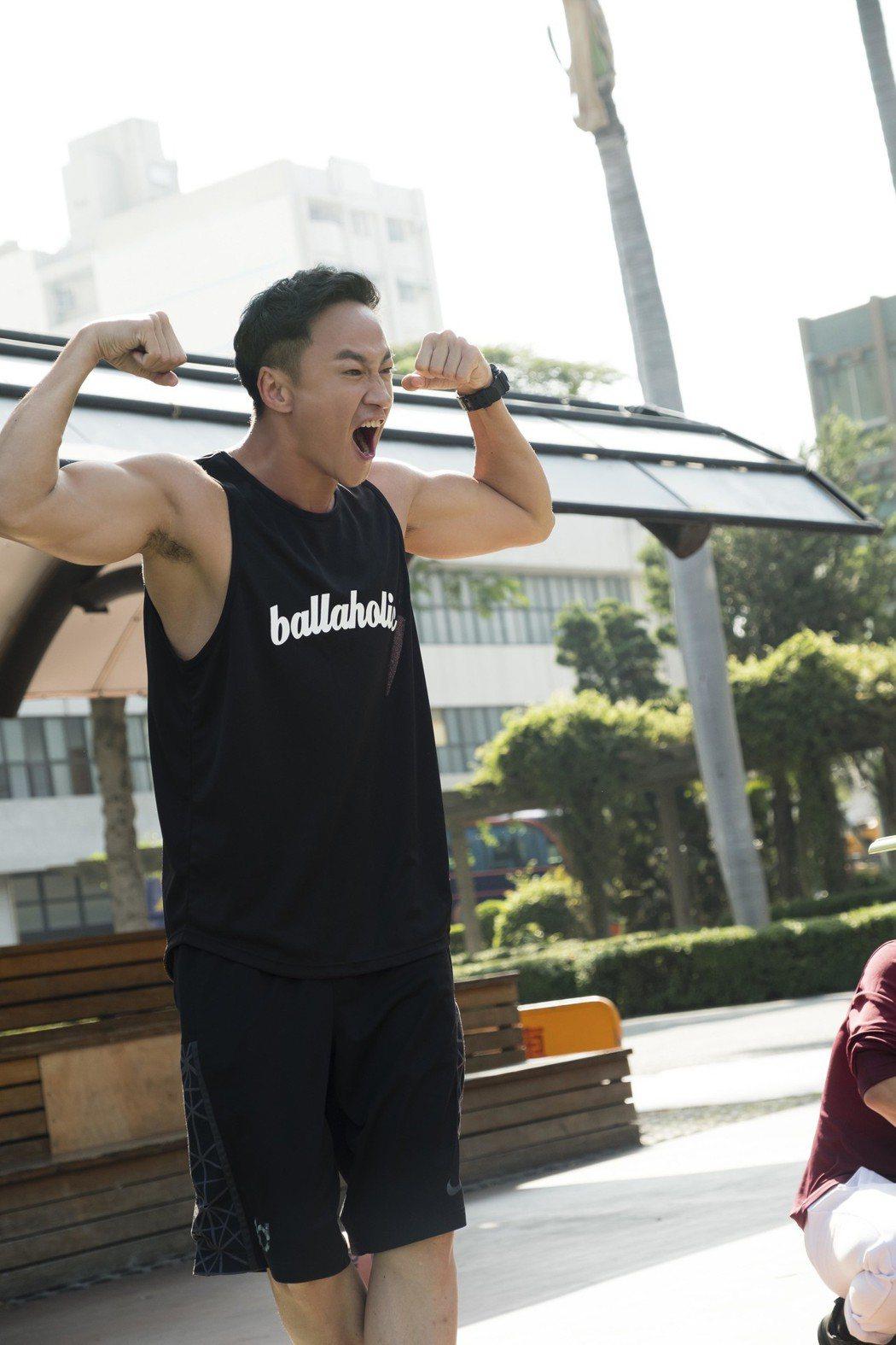 何潤東展露結實肌肉。圖/TVBS提供