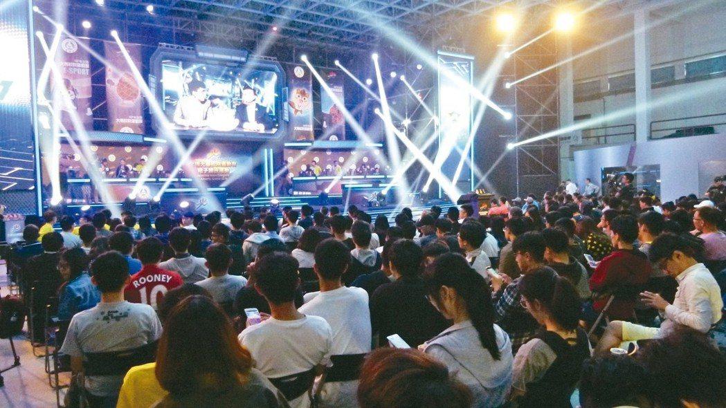 電子競技首次列入全大運比賽昨天登場,現場坐滿選手與加油團。 記者鄭國樑/攝影