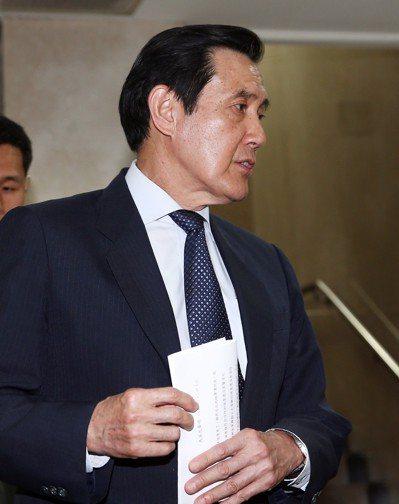 台北地檢署偵辦三中案,本周二傳訊前總統馬英九。馬英九三度以被告身分出庭應訊,在4...