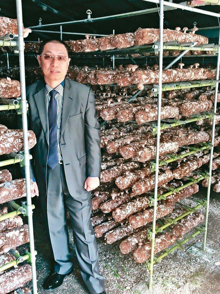 開陽集團董事長蔡宗融遠赴日本考察,將引進層架式香菇農棚的相關技術。 圖/開陽集團...