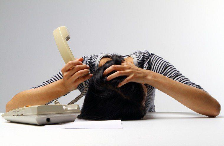 頭痛情境照。聯合報系記者蘇健忠/攝影