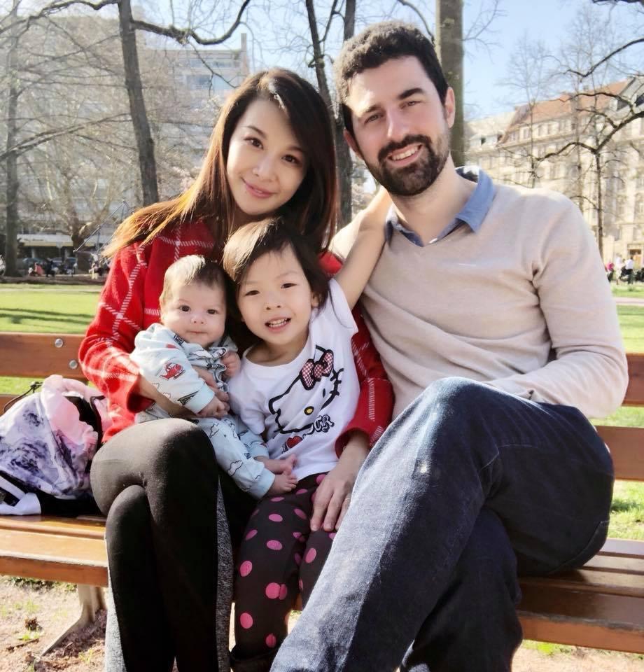 艾莉絲一家人。 圖/擷自臉書。