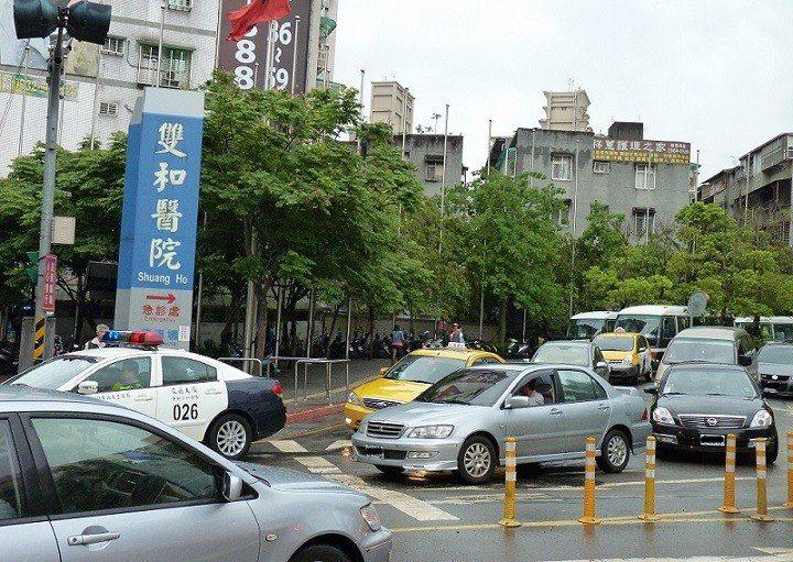 中和雙和醫院前路口處。圖片來源/聯合報系資料照