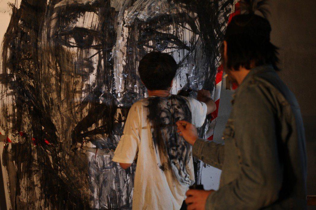這部紀錄片跟表現主義有何關係?淺層的理由或許是畫家華湧的作品帶有表現主義風格,深...