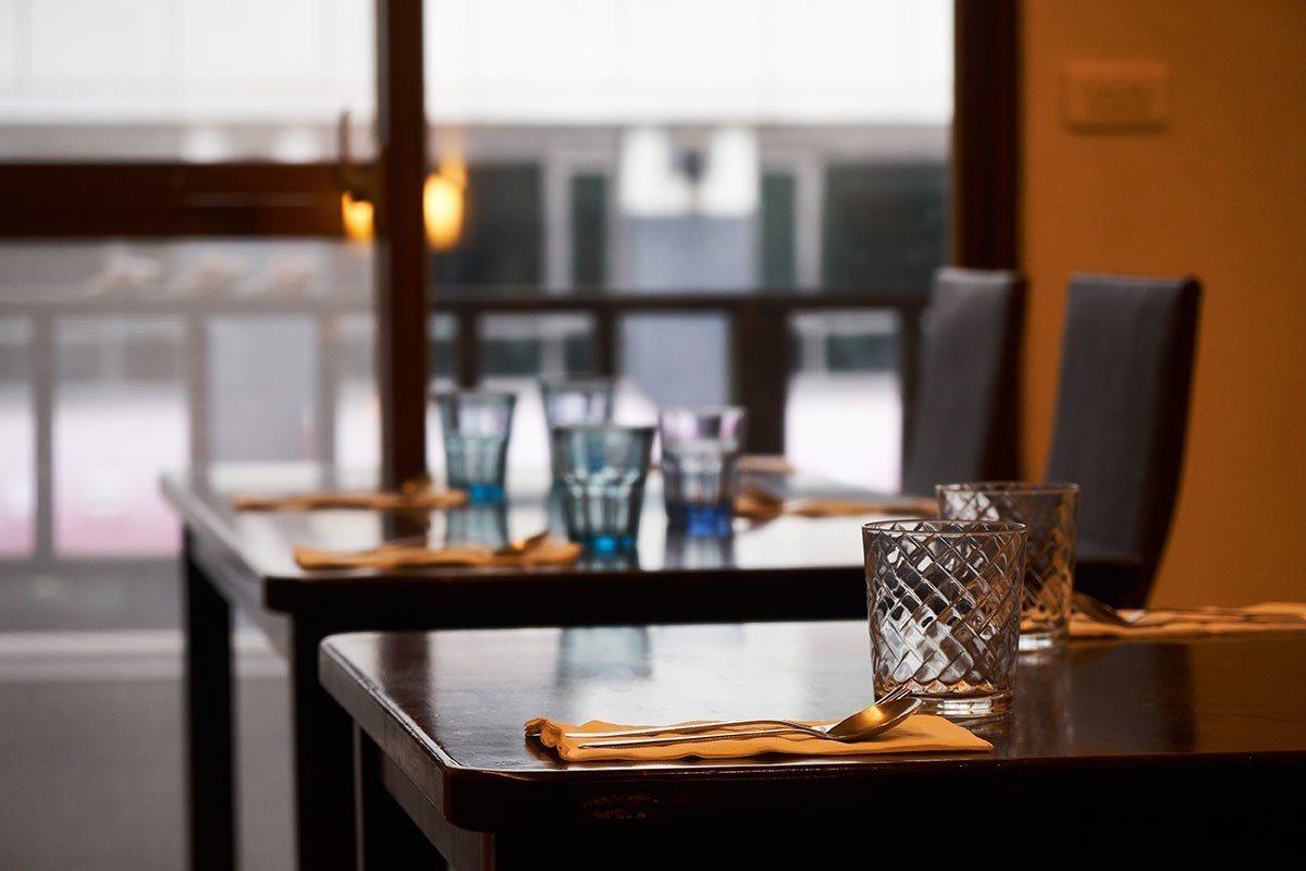 林仁中歷經過國際級飯店的訓練,現在開了兩層樓的溫馨小餐館。