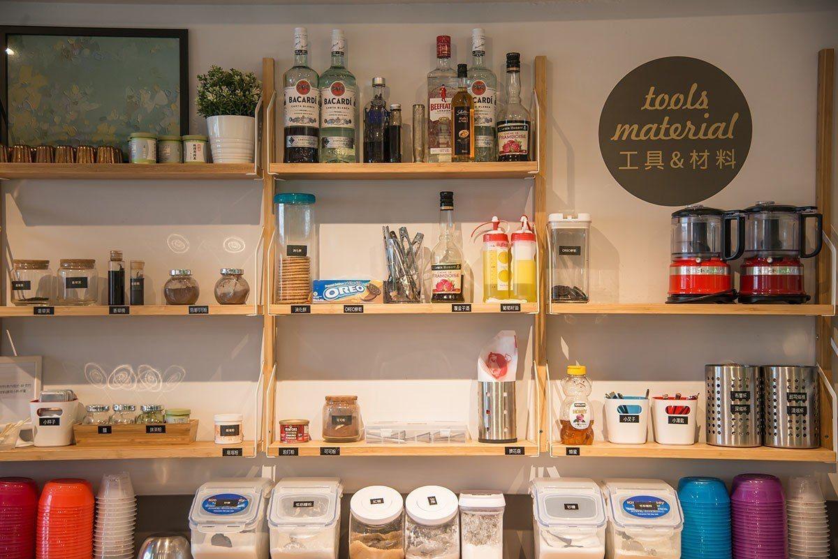 滿是繽紛又專業排列的器具,創造安心的歡樂甜點廚房!
