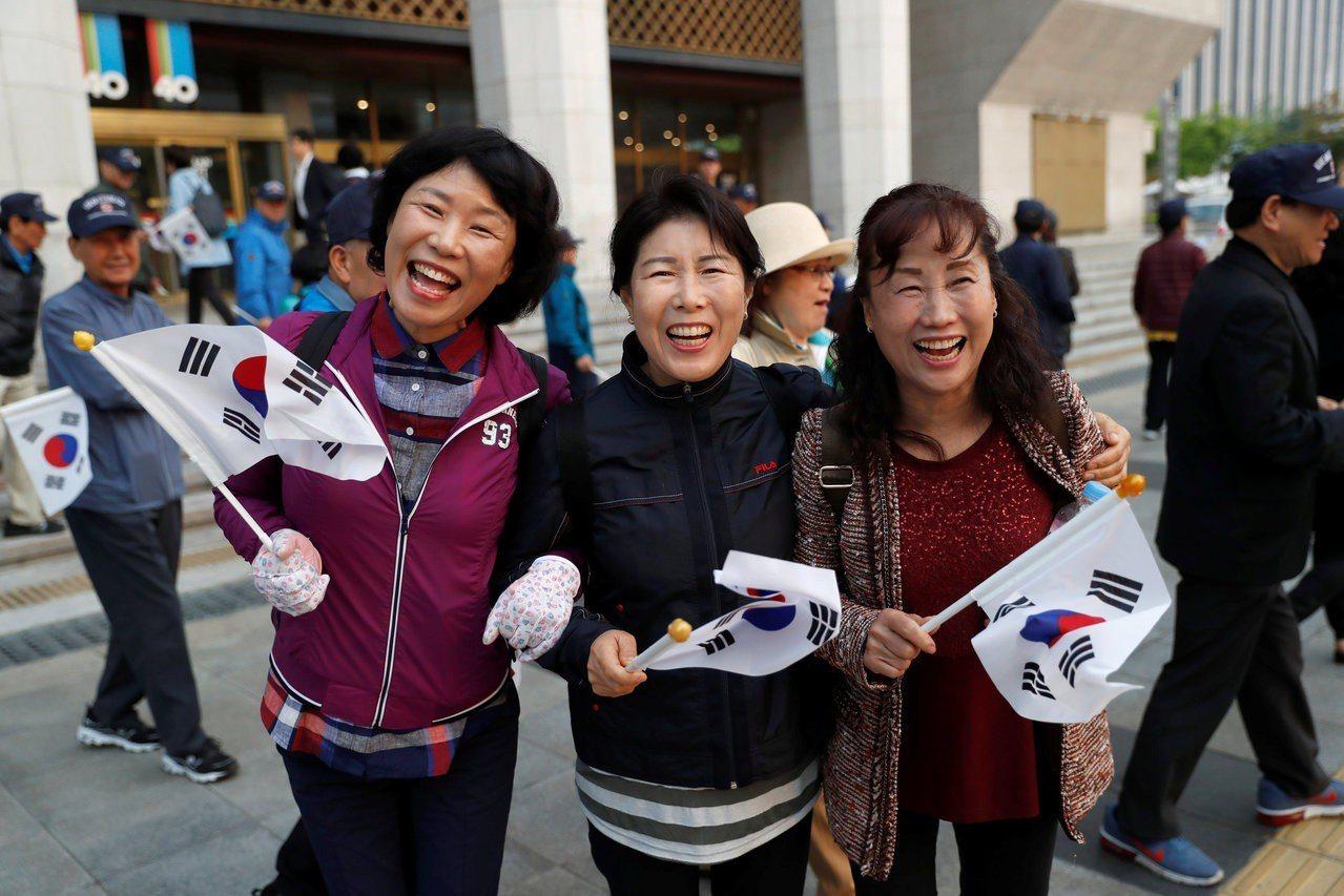 首爾的南韓民眾。路透