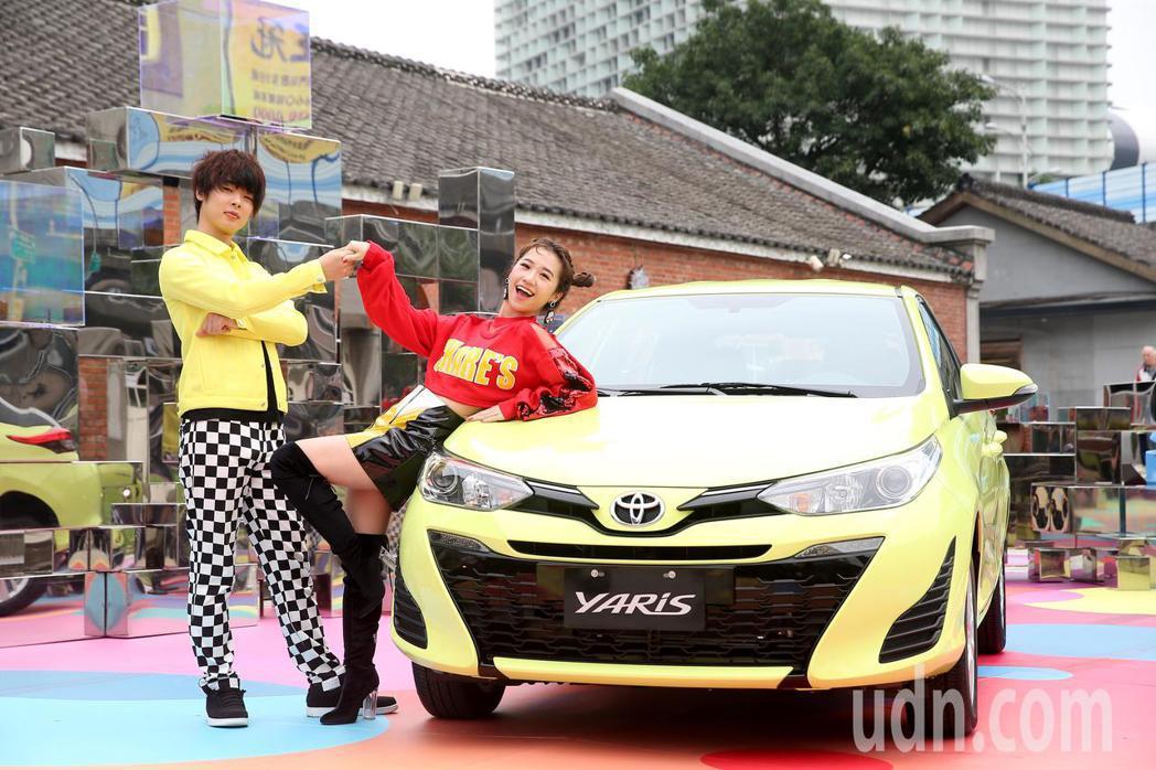藝人Lulu(右)與網紅三原慧悟(左)代言TOYOTA展覽。記者余承翰/攝影