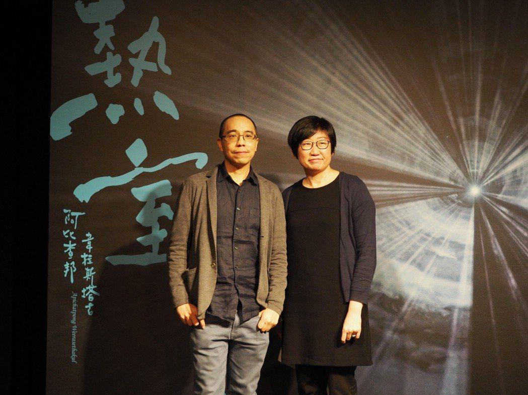 坎城影展金棕櫚獎得主,泰國電影導演阿比查邦.韋拉斯塔古(左)與歌劇院藝術總監王文