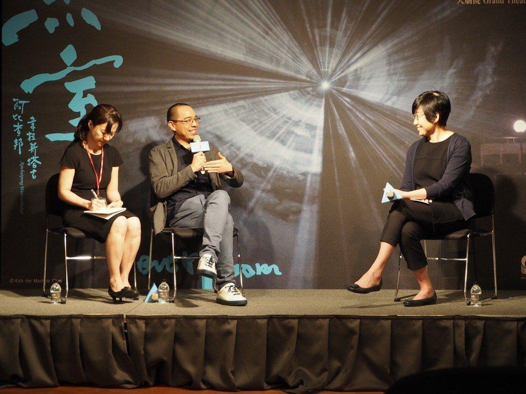 坎城影展金棕櫚獎得主,泰國電影導演阿比查邦.韋拉斯塔古(左二)睽違8年再度來台,...