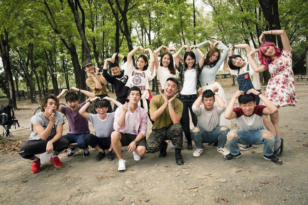 「女兵日記」演員們落髮前合影。圖/TVBS提供