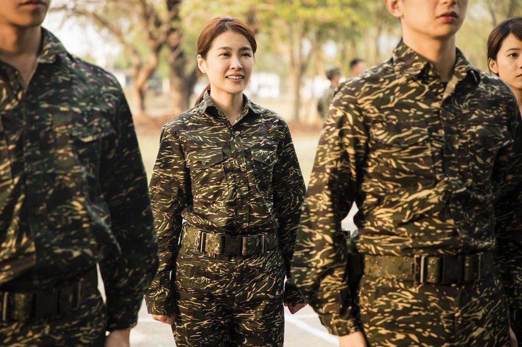 小嫻在「女兵日記」飾演失婚女子,為照顧女兒而從軍。圖/TVBS提供