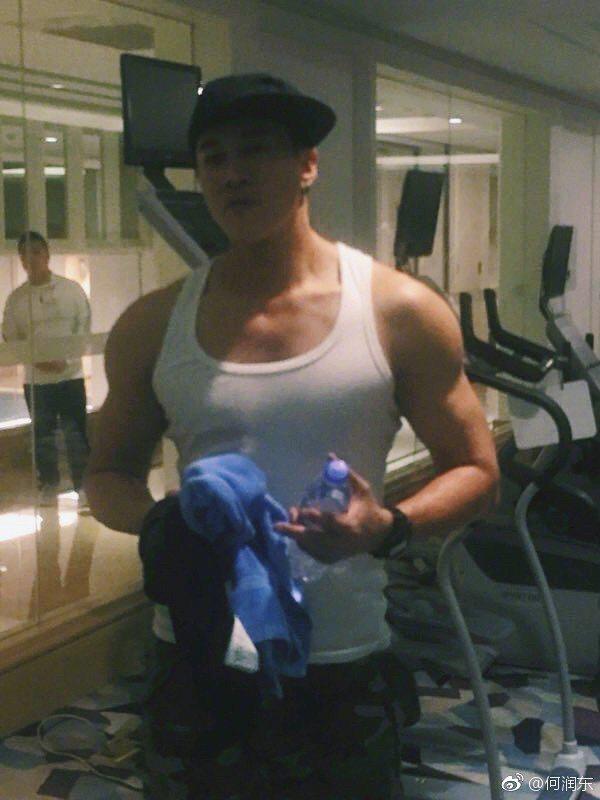 何潤東前幾天也在微博曝光自己的「大肌肌」。圖/擷自微博