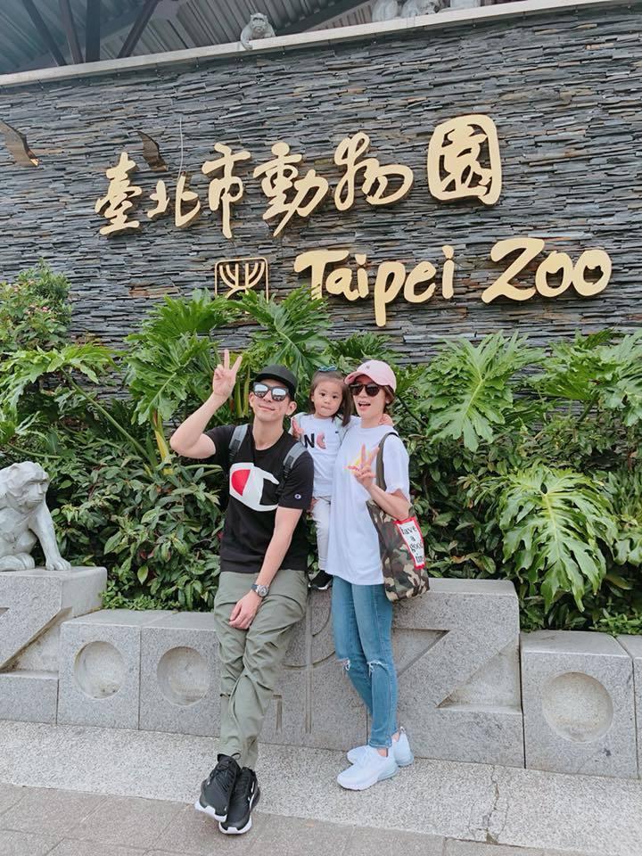 賈靜雯與修杰楷陪咘咘參加學校「親子一日遊」,到動物園玩耍。圖/摘自臉書
