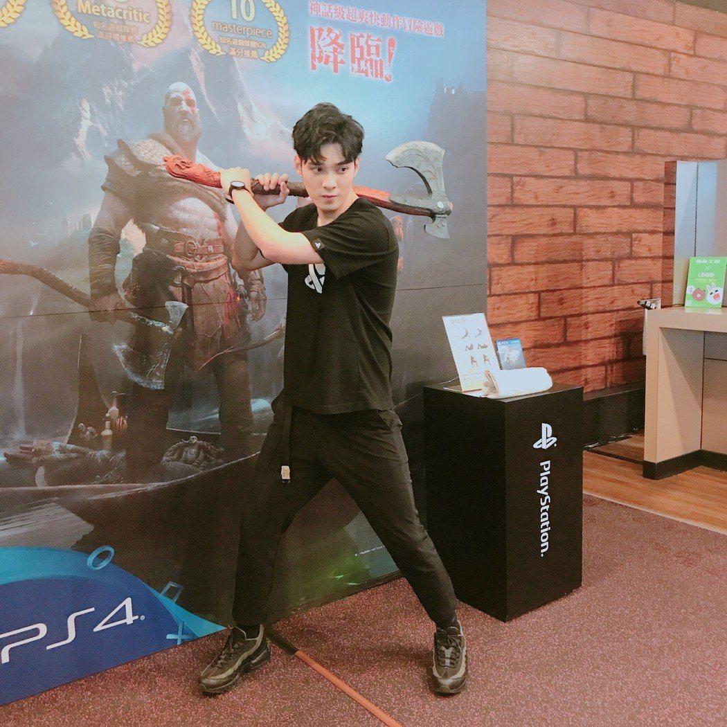 偉晉出席電玩活動,開心已賺到第一桶金。圖/台灣索尼互動娛樂提供
