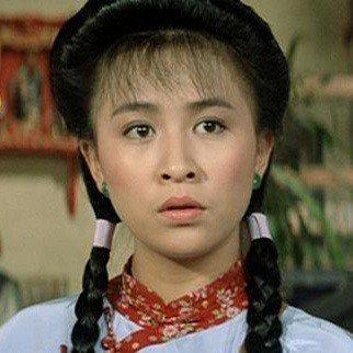演出「A計劃續集」時的劉嘉玲,可像27歲?圖/摘自HKMDB