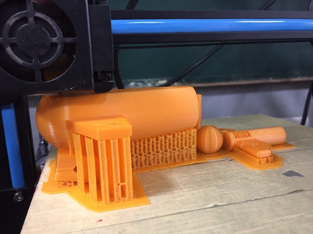 學者認為,3D重建技術可用於機器人、VR等新興產業,是台灣的機會。圖為3D列印照...