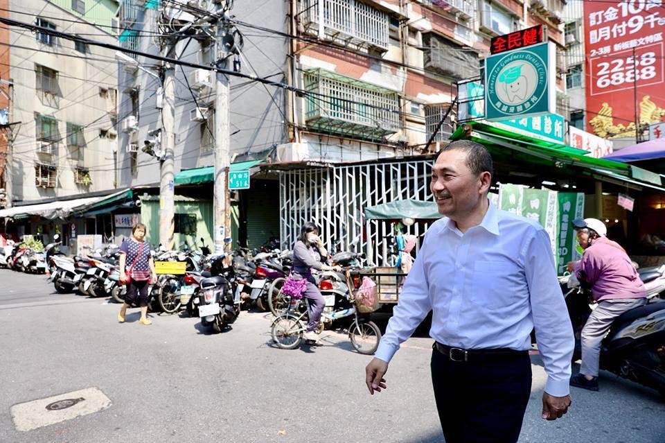 國民黨新北市長提名人侯友宜今晚在臉書PO文指出,其所提出的「捷運到哪裡、都更到哪...