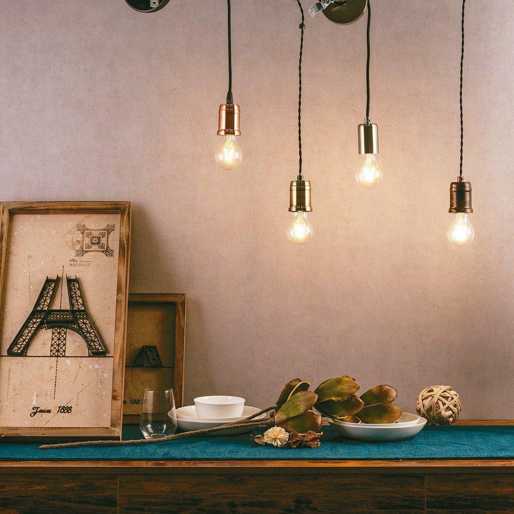仿舊復古造型LED燈絲燈泡本身極具美感,即使裸燈也能創造獨特風格。 特力屋/提供