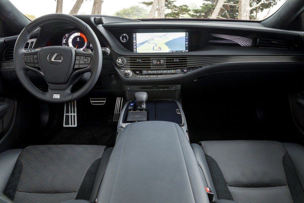 Lexus LS 內裝。 摘自Lexus