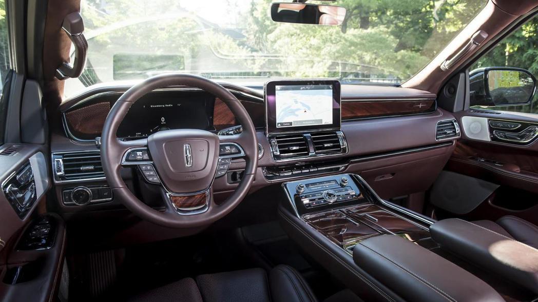 Lincoln Navigator 內裝。 摘自Lincoln