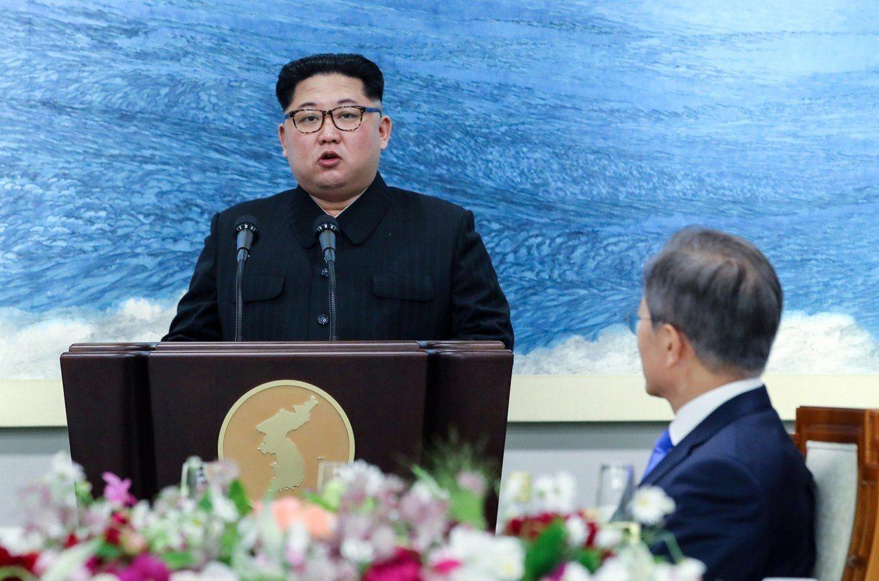 北韓官方媒體28日報導,兩韓27日高峰會宣言包括北韓「全面去核化」。圖為北韓領導...