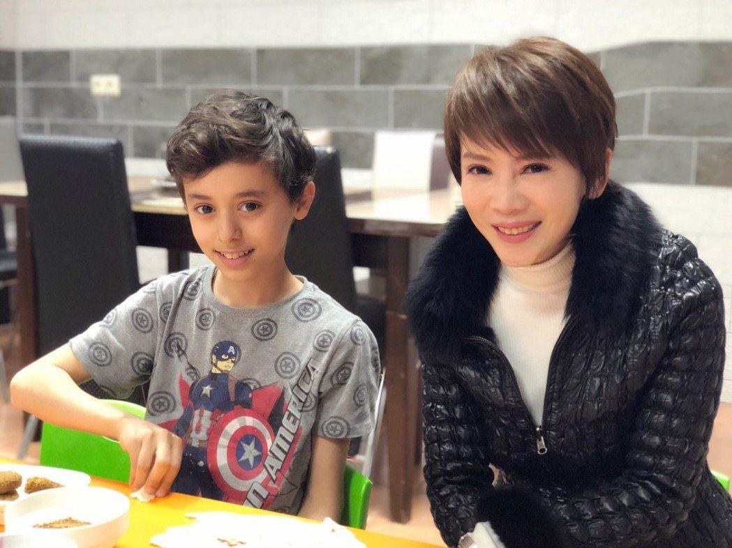 陳雅琳前往敘利亞動念想認養兒童。圖/壹電視提供