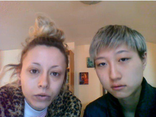 吳卓林(右)主動與女友(左)拍攝求助影片,自曝已經無家可歸,引起外界譁然。圖/翻...