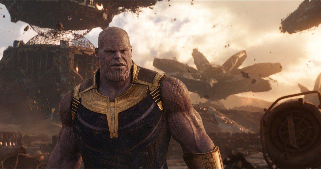 超級反派薩諾斯在「復仇者聯盟:無限之戰」製造宇宙浩劫,超級英雄聯手也難抵擋。圖/