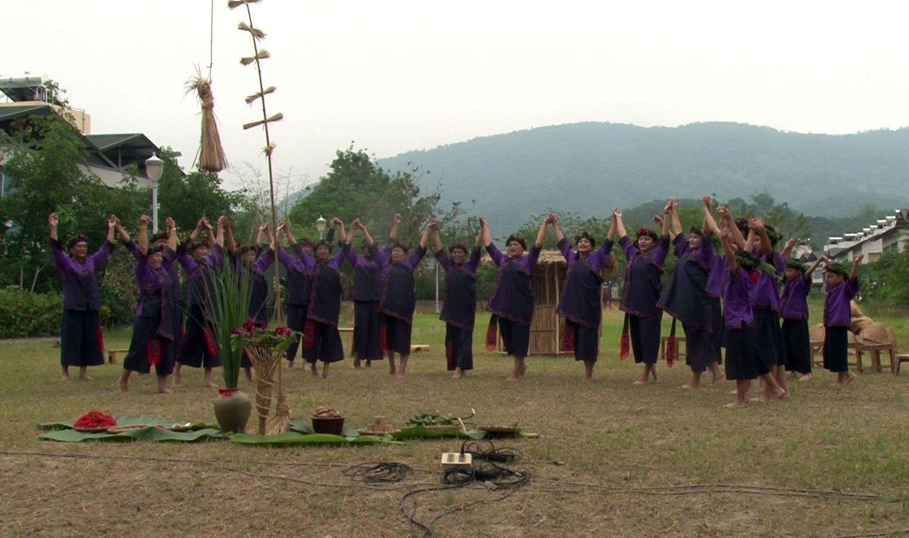 消逝近百年的「禁向」傳統儀式,今天在大武壠歌舞文化節中重現。記者王昭月/攝影