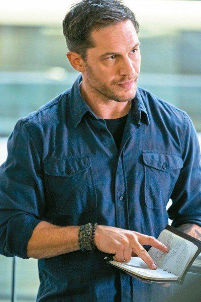 湯姆哈迪飾演「猛毒」的第二代宿主艾迪布洛克。 圖/索尼提供